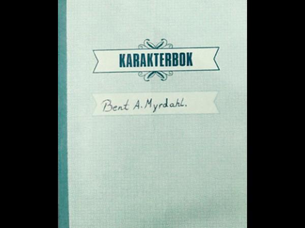 Gammel karakterbok med navnet Bent A. Myrdahl skrevet med håndskrift