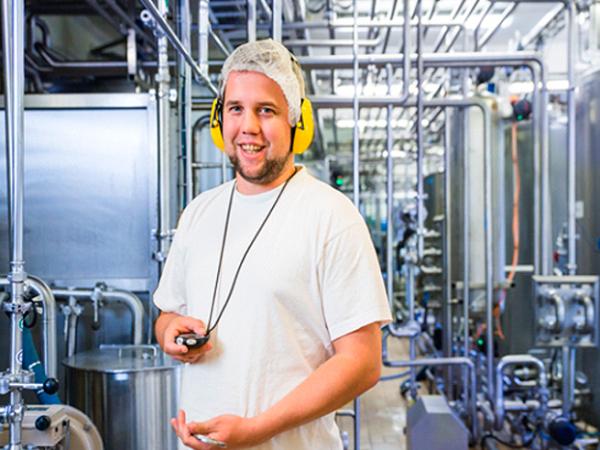 Kenneth Rønningen lager mange millioner liter melk hvert år – så godt som feilfritt!