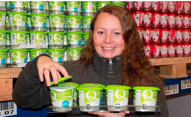 Meierisjefen i Q-Gausdal Lillian Terese Solberg-Findalen lanserer Q Lettrømme med skrulokk i 2011. Innovasjonen førte til at salg av Q Lettrømme doblet seg.