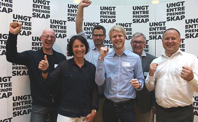 Jeg deltok i 1 av 8 juryer. Vår jury hadde til oppgave å finne frem til Norges beste Studentbedrift 2016. På bildet ser du denne juryen: Peter Fischer (UiT), Mette Mo Jacobsen (Universitets- og høgskolerådet), Alexander Woxen (StartupLab), Henrik Printz Aamlid (Flytoget), meg og Kolbjørn Røstelien (SpareBank 1). Truls Berg fra Open Innovation Lab of Norway var også med i juryen, men ikke tilstede da bildet ble tatt.