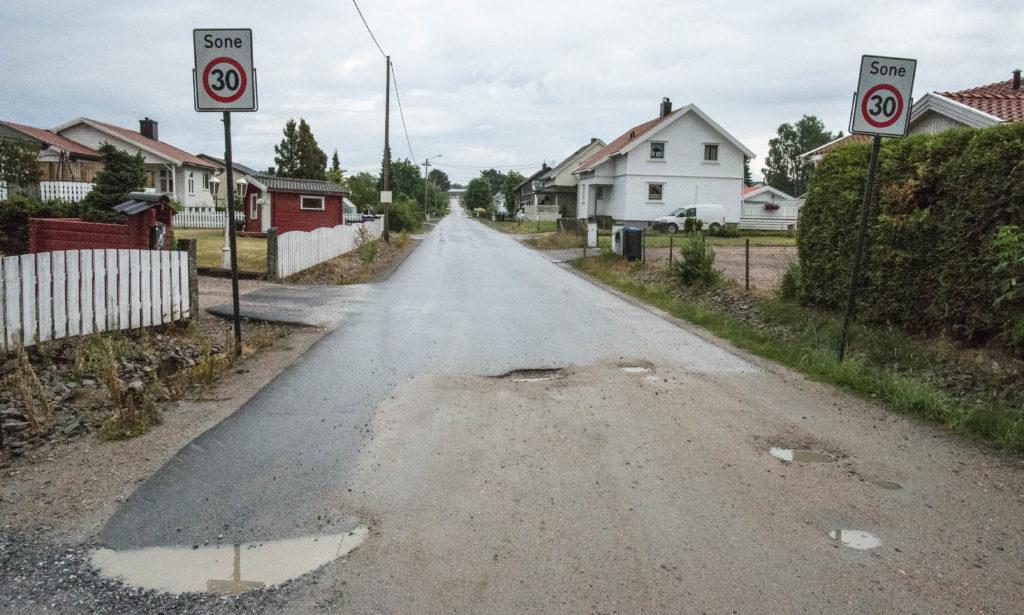 Haugvollveien, Klavestadhaugen. Akkurat her kommer jeg fra. Legg merke til den lange slake bakken, den egner seg svært godt til kappløp med sykkel