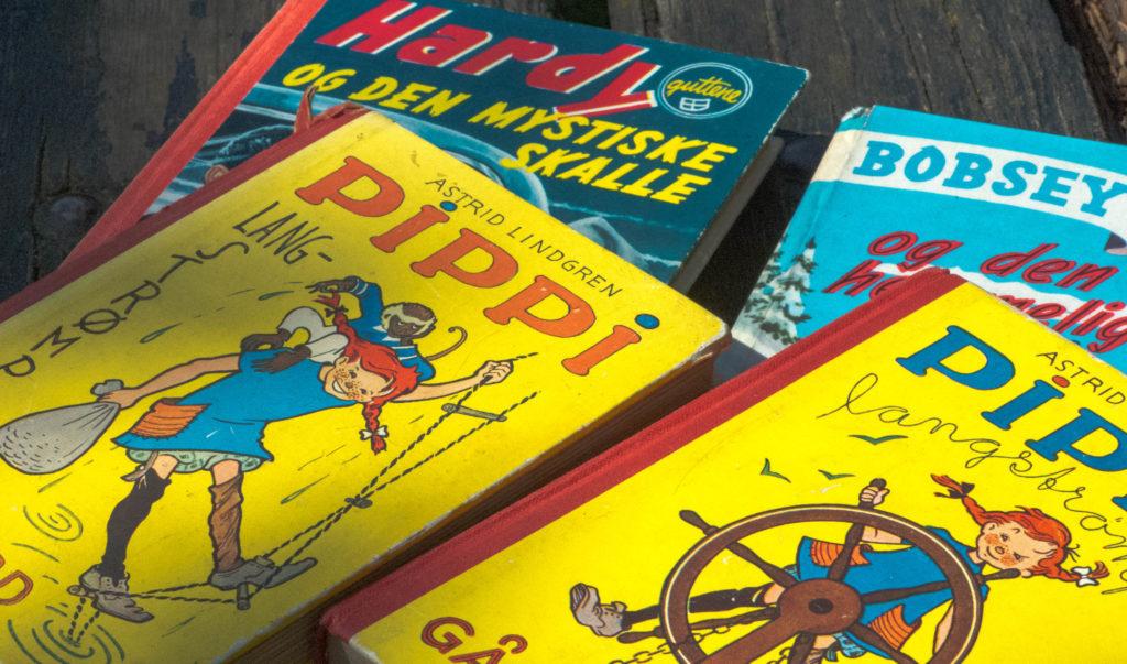 Klassikere fra min barndom. Bøkene hadde stort sett ingen bilder. Bildene lagde jeg selv – i farger.