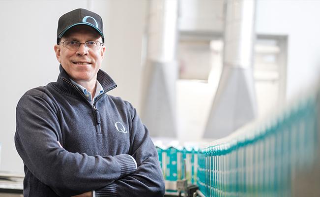The Q-Man in the Q-Arena - Per Fiedler, Qs direktør for vareforsyning er villig til å «blø for drakta»: Uansett hva - Q melk til rett tid, rett dato, rett sted og rett kvalitet.